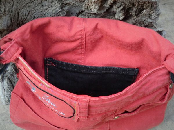 Frech? rote Jeanstasche
