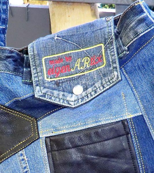 Patchwork-Jeanstasche mit Leder und Sickerei