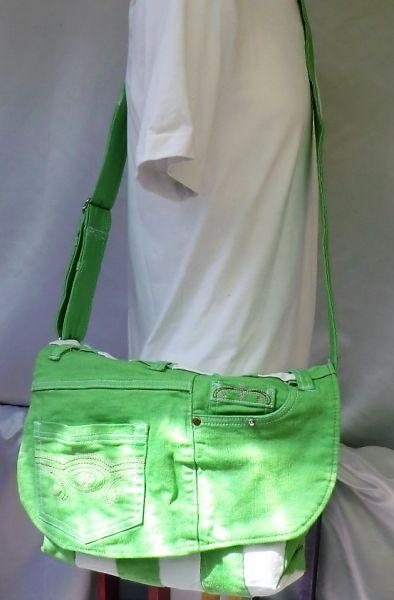 Wendejeanstasche in grün+weiß Streifen mit Klappe