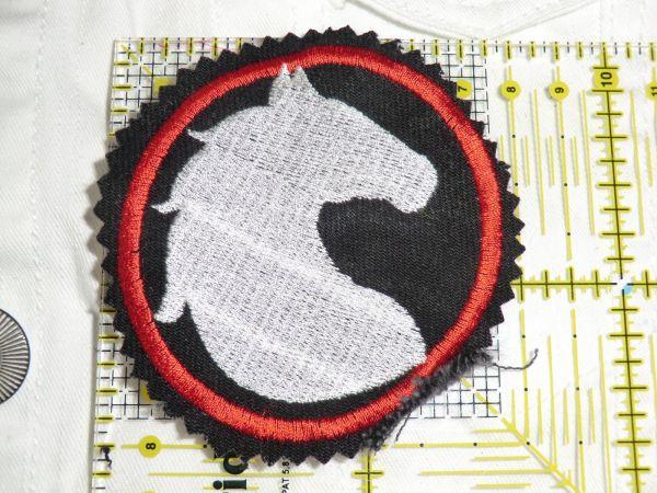 Patch Pferd weiß-rot auf schwarz
