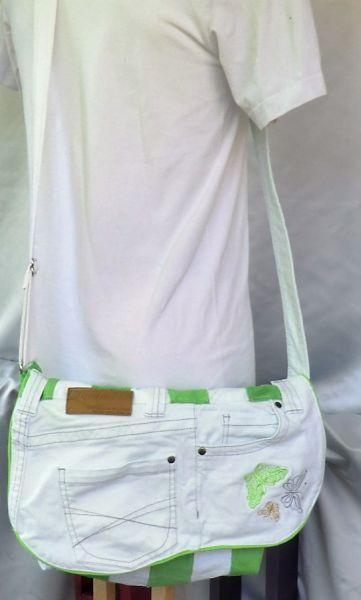 Wendejeanstasche mit Stickerei in grün+weiß