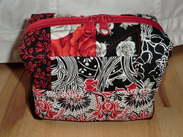Patchwork-Kosmetik-Krimskram-Tasche schwarz-weiß-rot