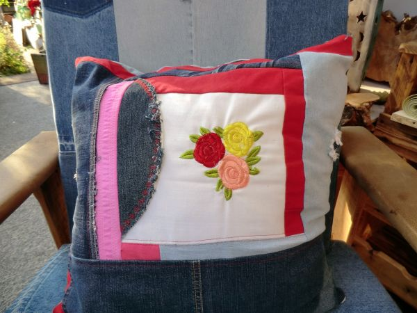 Jeans+Jeans+Blumen = Kissen